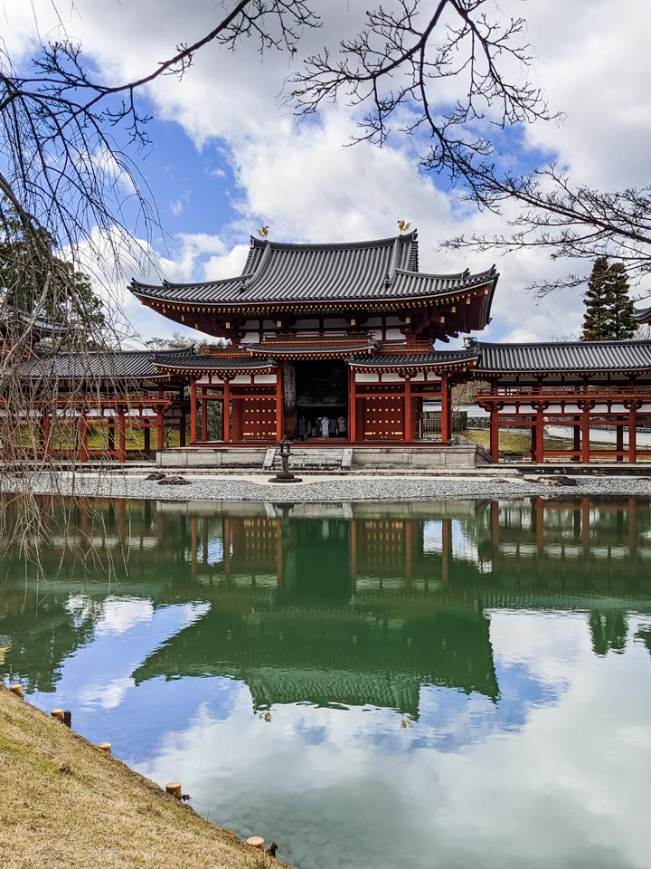 Byodo-in Phoenix Hall with pond reflection on sunny day
