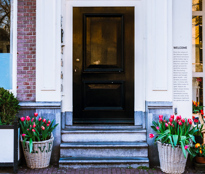 Front door of Tulip Museum, a popular item on a 2 days in Amsterdam itinerary