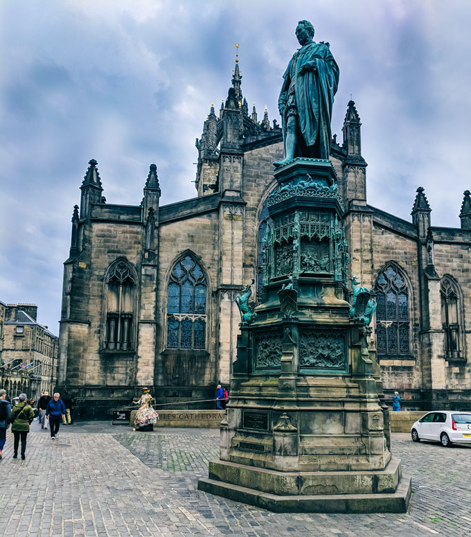 Edinburgh St. Giles Cathedral with blue copper statue