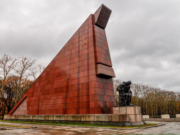 Berlin Soviet War Memorial statue in Treptower Park