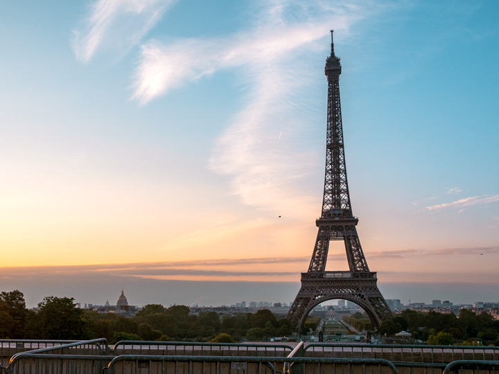 Eiffel Tower at sunrise from Trocadero, one of the best places to take pictures in Paris