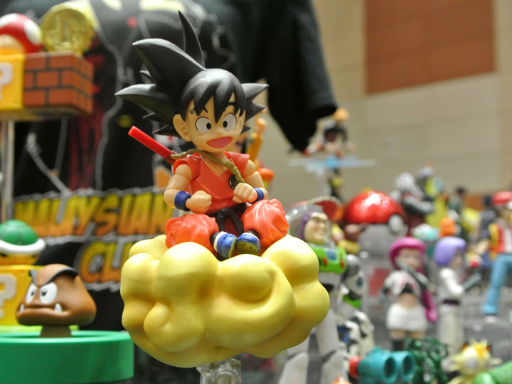 Goku on nimbus figure inside Japanese figure shop