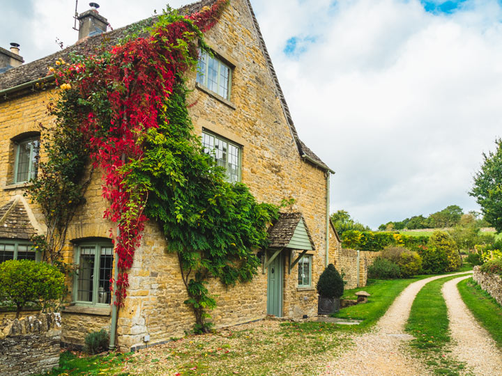 Cotswolds day trip itinerary house stay with red and green ivy growing on side