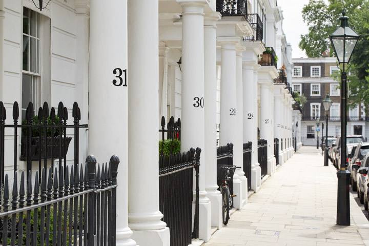 Hiring a London relocation agent to find a posh flat in Kensington