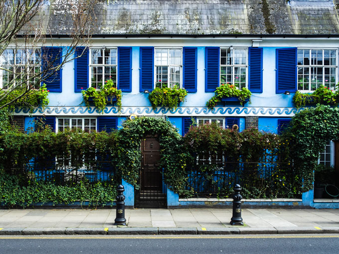 Blue cottage in Notting Hill London