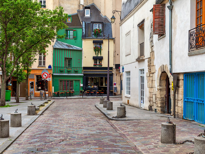 Exploring Latin Quarter cafes is one of the best non touristy things to do in Paris