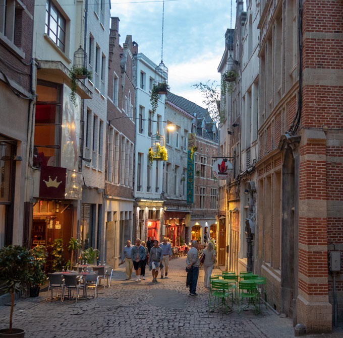 Brussels alley at night