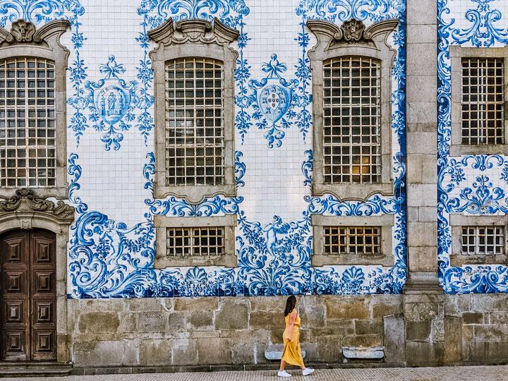 Azulejo tiles of Igreja do Carmo wall