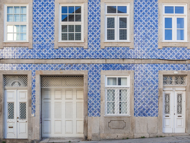 Porto building with blue and white tiles