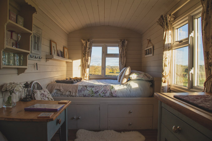 Cozy cottage staycation ideas for couples