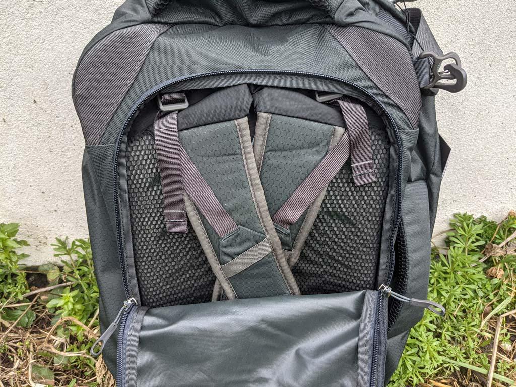 Rear stowaway harness panel of Osprey Farpoint 40.