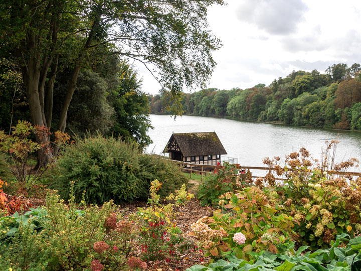 Visiting Blenheim Palace gardens with view of lake and cottage